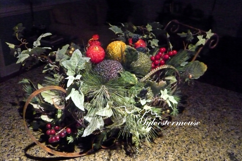How to Make a Christmas Sleigh Centerpiece
