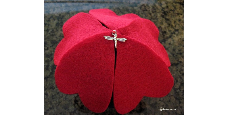 How to Make Felt Pincushions